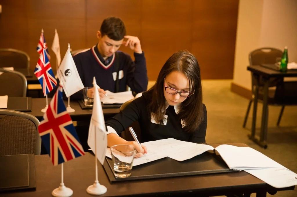 экзамены IELTS или TOEFL