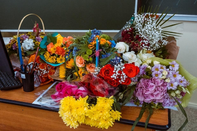 Считаются ли цветы взяткой преподавателю