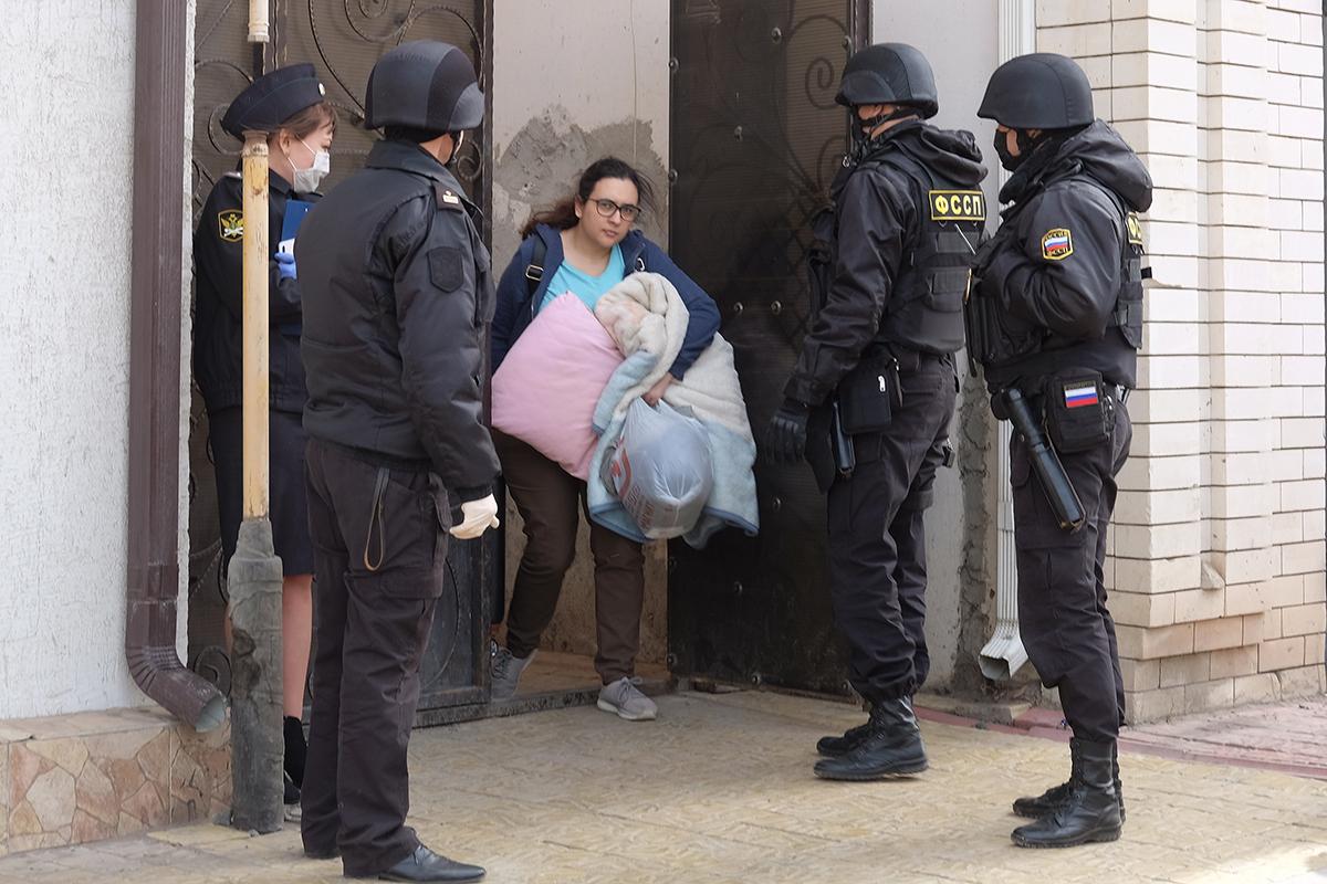 студента выселяют из общежития